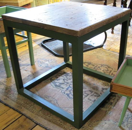 Industriedesign wohnzimmertisch aus teakholz historische for Wohnzimmertisch industriedesign
