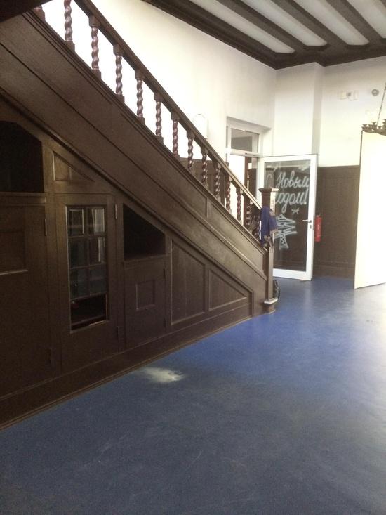 treppe aus eiche komplett mit 5 gel nder wandvert felung 2 s ulen u 5 pfosten berlin. Black Bedroom Furniture Sets. Home Design Ideas