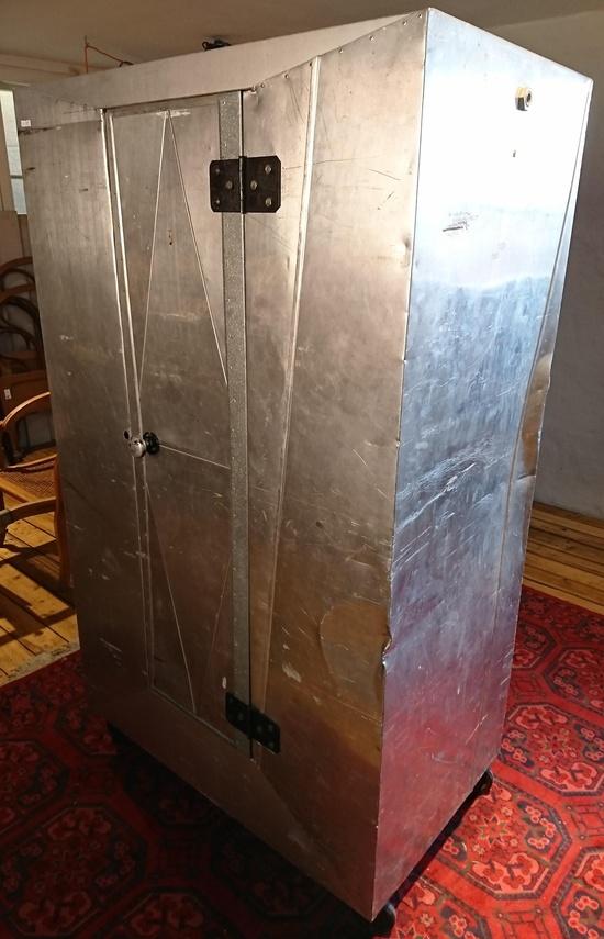 ballettdamen aluminium kleiderschrank auf rollen aus dem friedrichstadtpalast historische. Black Bedroom Furniture Sets. Home Design Ideas