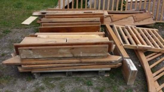 Treppenstufen Holz Bestellen ~ Wendeltreppe massiv aus Holz 180 Grad mit Antrittstufe und Geländer