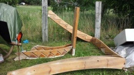 Wendeltreppe massiv aus Holz 180 Grad mit Antrittstufe und Geländer ...
