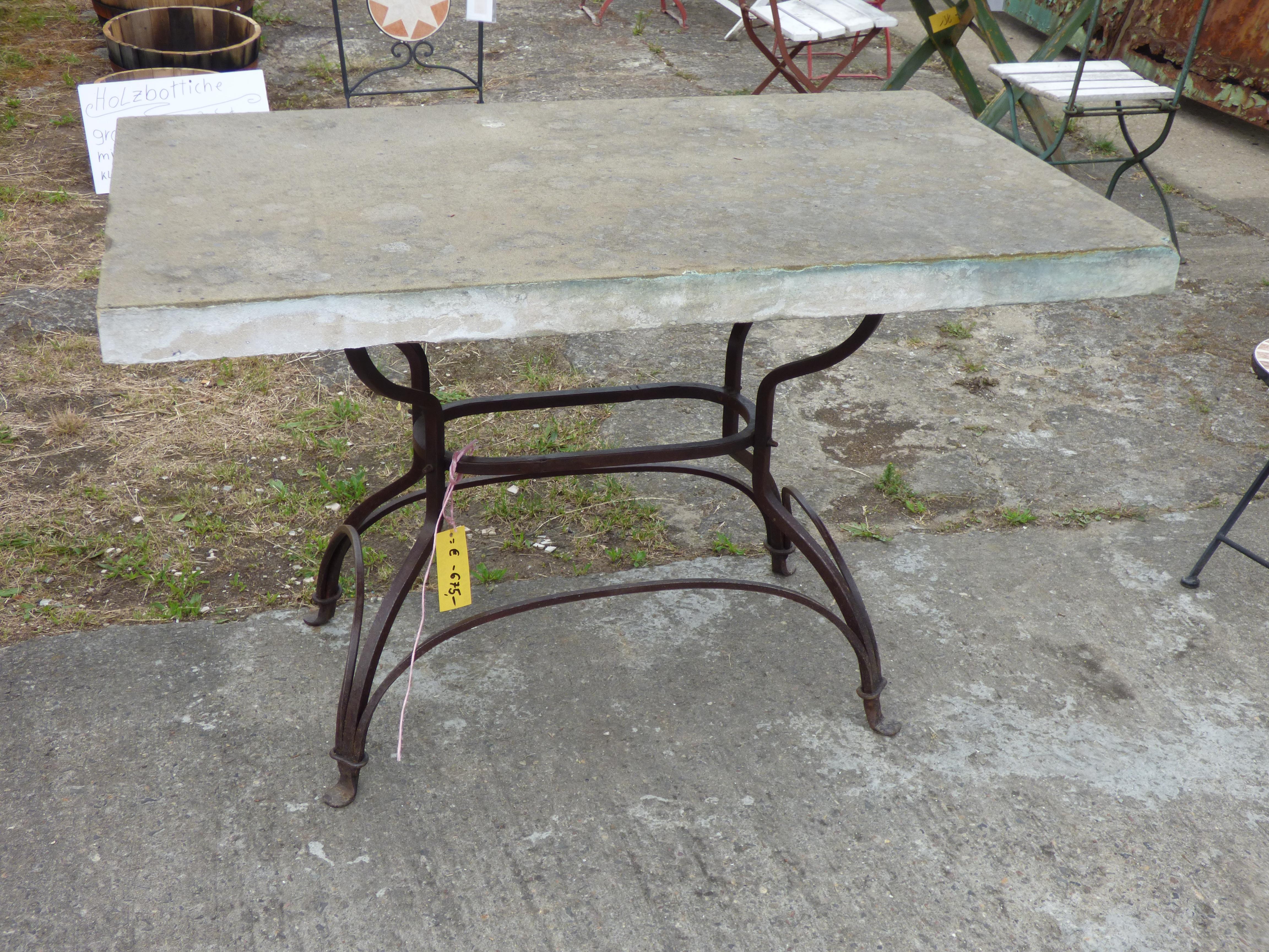 Gusseisen Gartentisch.Gusseisen Gartentisch Mit Sandsteinplatte