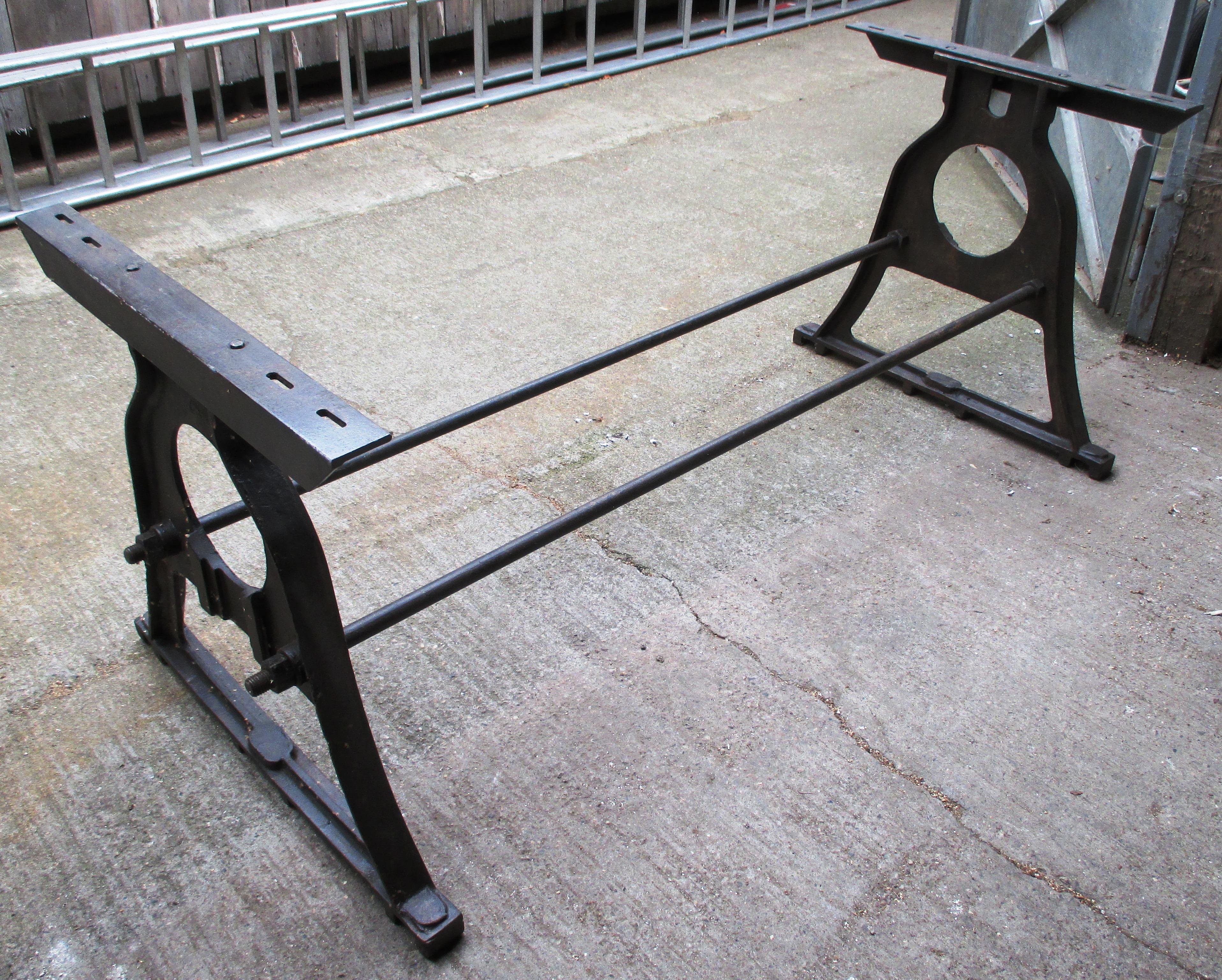 tischgestell aus metall im industrie design historische. Black Bedroom Furniture Sets. Home Design Ideas