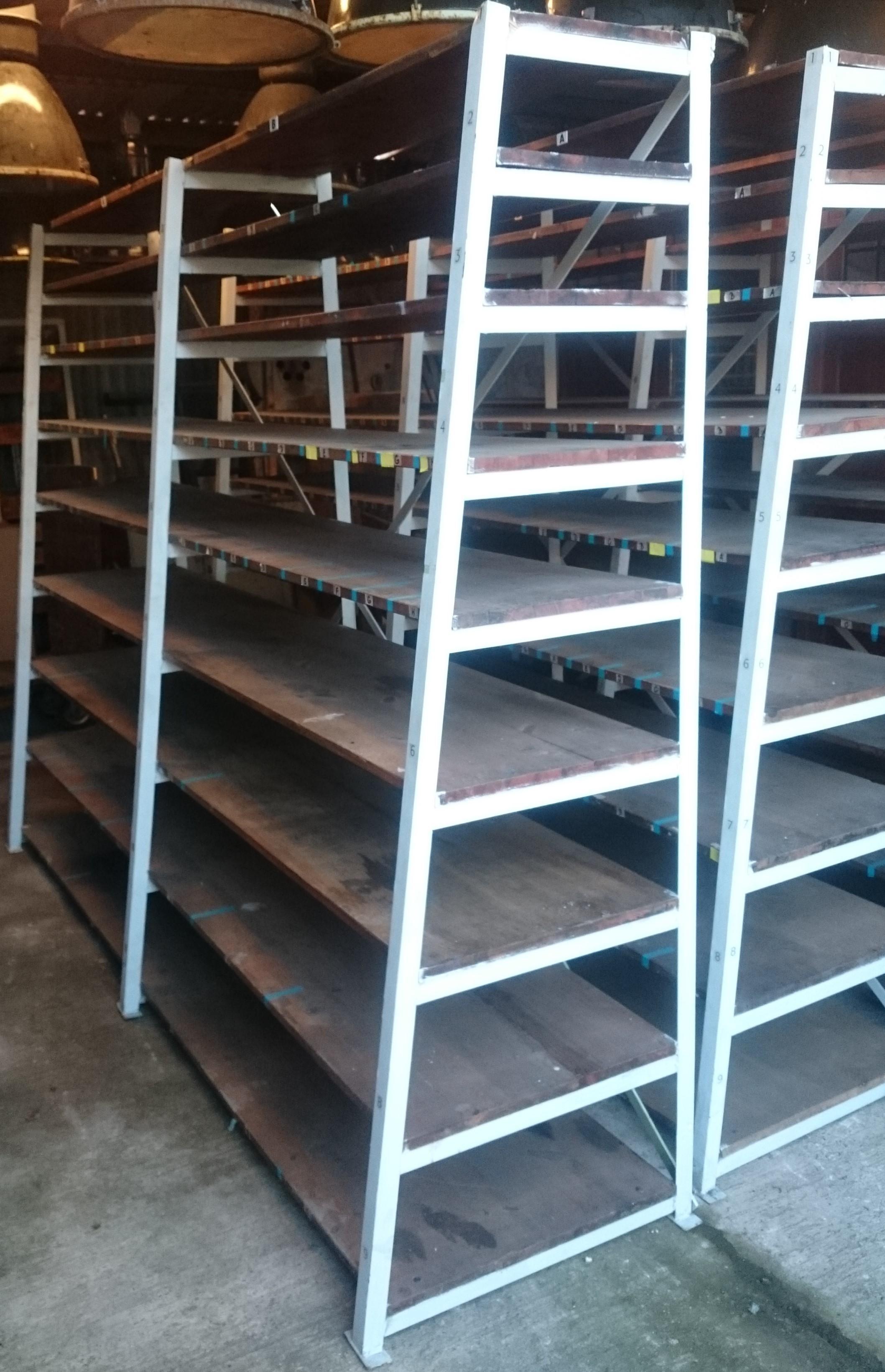 Industrieregal Aus Metall Mit Holzeinlegeboden Historische