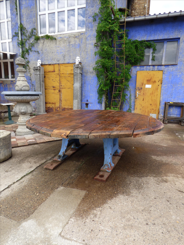 Runder Tisch für 12 Personen